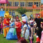 """Peste 1000 de copii au participat ieri la evenimentul organizat de autoritățile locale, cu ocazia """"Zilei Internaționale a Copilului"""", în Parcul """"Avram Iancu"""" din Blaj"""