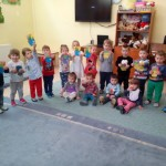 """Prichindeii de la Centrul de zi pentru copii antepreşcolari """"Sfânta Irina"""" din Blaj au sărbătorit venirea primăverii şi Ziua de 8 Martie"""