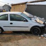 Un tânăr șofer începător a distrus gardul unui imobil situat pe strada Iuliu Maniu, din Blaj