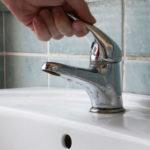 Locuitorii din Feisa au rămas astăzi fără apă potabilă din cauza unei avarii la rețea