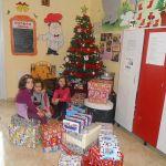 """Asociaţia """"Sprijiniţi Copiii"""" Alba Iulia le-a oferit micuților de la Centrul de zi """"Sfânta Irina"""" din Blaj cadouri de Crăciun"""