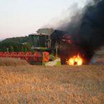 Intervenție a pompierilor militari din Blaj la Cistei, după ce un utilaj agricol a luat foc