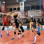 """Formația din """"Mica Romă"""" a câștigat prima manșă a sferturilor de finală ale Cupei României: Volei Alba Iulia – CSU Medicina Târgu Mureş 3-0"""