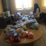"""Alimente colectate de elevii Colegiului Național """"I. M. Clain"""", cu prilejul """"Săptămânii legumelor şi a fructelor"""", pentru ajutorarea persoanelor nevoiașe din Blaj"""