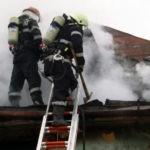 Intervenție a pompierilor militari din Blaj, pentru stingerea incendiului inzbucnit la coșul de fum al unui imobil din Blaj