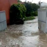 Pompierii militari din Blaj mobilizați pentru evacuarea apelor, după ce mai multe gospodării din Șona au fost inundate