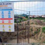 Primăria Blaj anunță că lucrările la noua pasarelă pietonală, de pe râul Târnava Mare, sunt în grafic