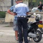 Bărbat de 31 de ani din Șona cercetat de polițiștii din Jidvei după ce a fost surprins conducând fără permis un moped neînmatriculat