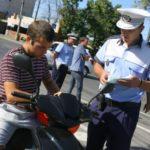 Dosar penal pentru un bărbat de 38 de ani din Mihalț, după ce a fost surprins de polițiști în timp ce conducea fără permis un moped neînmatriculat