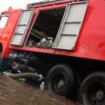 Stâlpi de telefonie culcați la pământ și gospodării inundate în urma unei furtuni la Blaj