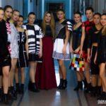 """Colegiul Național """"Inochentie Micu Clain"""" din Blaj a fost gazda unei prezentări de modă și a unei expoziții de grafică"""