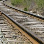 Doi angajați ai societății care se ocupă de reabilitarea căii ferate prinși în timp ce furau șinele dezafectare