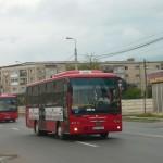 """Călători înghesuiţi ca """"sardelele"""" în mijloacele de transport în comun din Alba"""