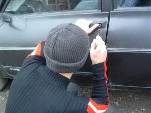 suspecti-furt-din-autoturism-blaj