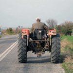 Dosar penal pentru un bărbat de 39 de ani din Sibiu, după ce a fost surprins în timp ce conducea fără permis, un tractor neînmatriculat, la Blaj