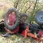 Un tractor s-a răsturnat peste un bărbat, la Valea Lungă