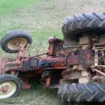 Bărbat de 65 de ani rănit după ce s-a răsturnat cu un tractor la Bucerdea Grânoasă