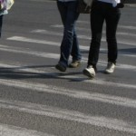 Un bărbat a fost acroșat aseară de un autoturism pe o trecere de pietoni din Blaj