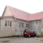 La Valea Lungă, o casă primită ca donaţie adăposteşte astăzi un cabinet stomatologic, un muzeu şi o bibliotecă