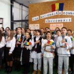 Scenete, cântece și poezii patriotice, depuneri de coroane și horă la Școala Gimnazială din Crăciunelu de Jos, cu prilejul Zilei Naționale a României